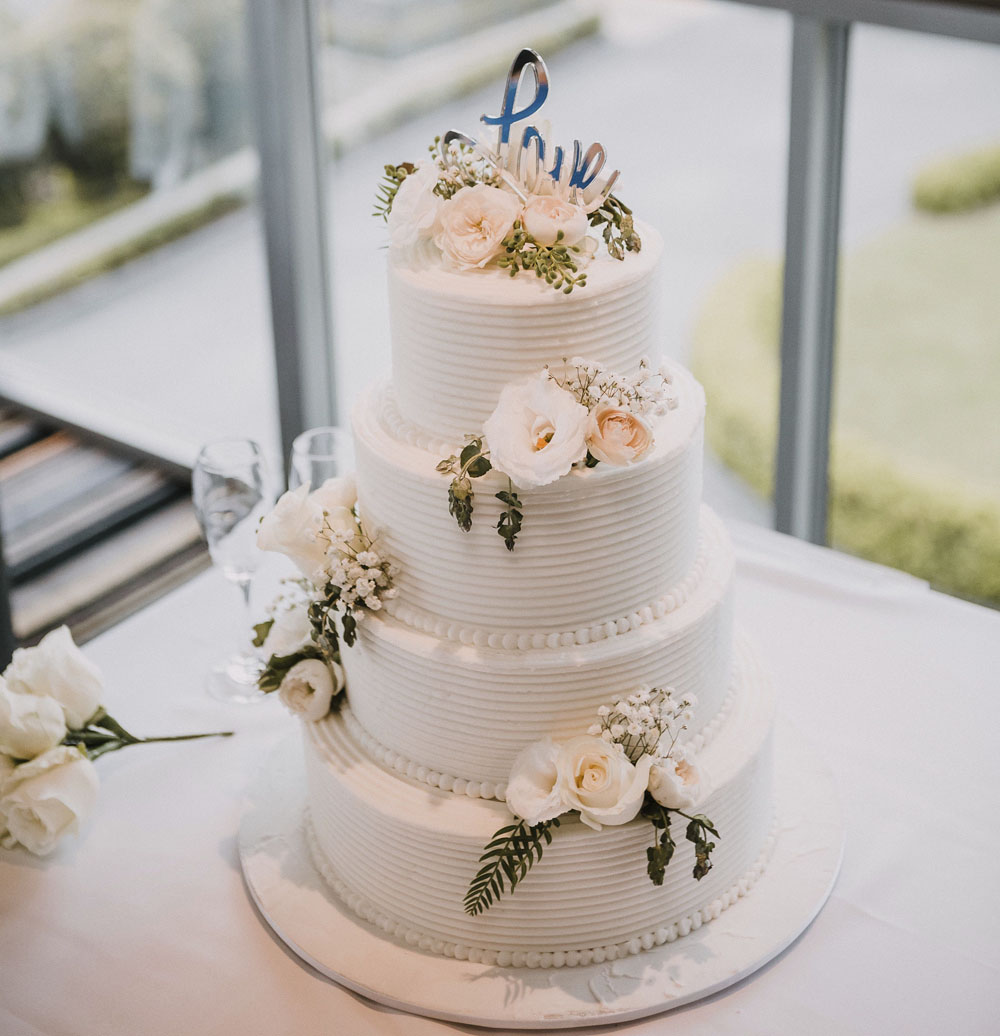 Epitome of Romance Weding Cake- Red Berry Photography